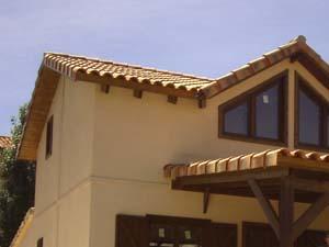 casas de madera con teja ceramica